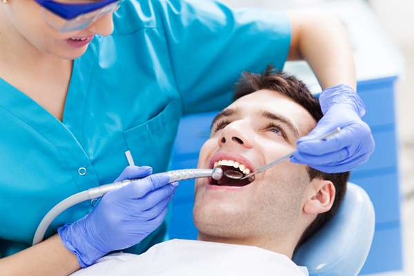 Bezbolesne leczenie zębów? Wybierz dobry gabinet stomatologiczny!
